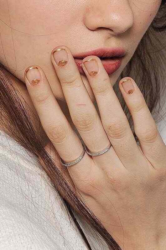 uñas decoradas media luna