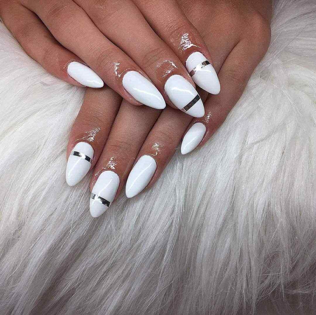 decoracion de uñas blancas elegante cintilla