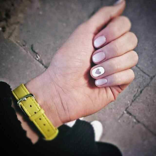 decoracion de uñas cortas con corazones