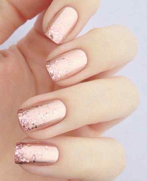 decoracion de uñas elegantes rosa y brillos