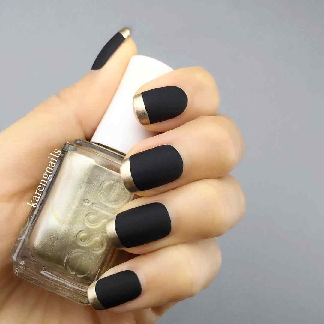 Decoracion de uñas francesas negras y dorado