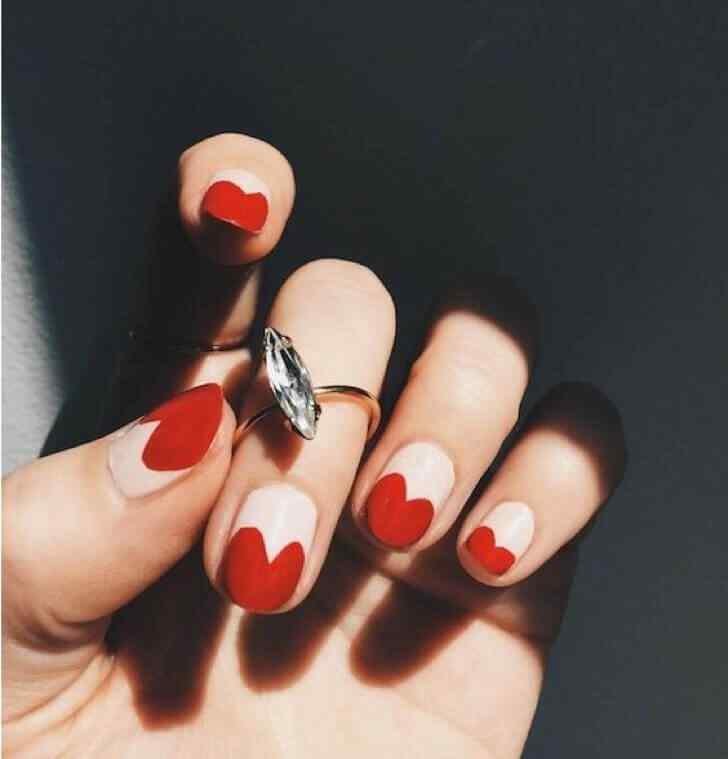 diseño de corazones para uñas cortas