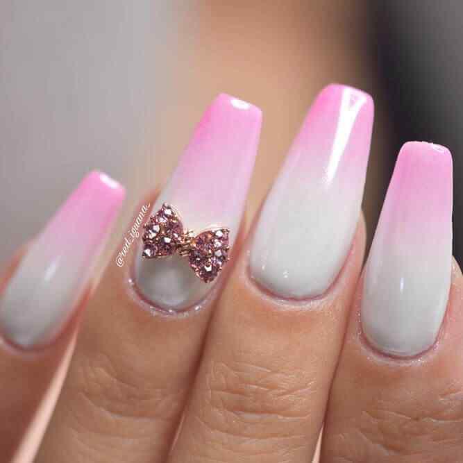 diseño de uñas acrilicas con piedritas