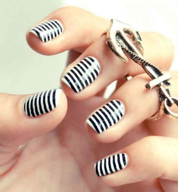 diseño de uñas cortas con lineas