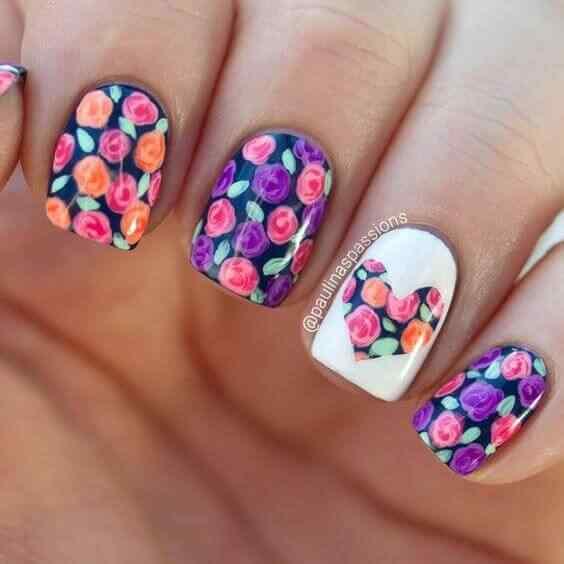 diseño de uñas cortas flores