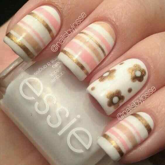 diseño de uñas florales