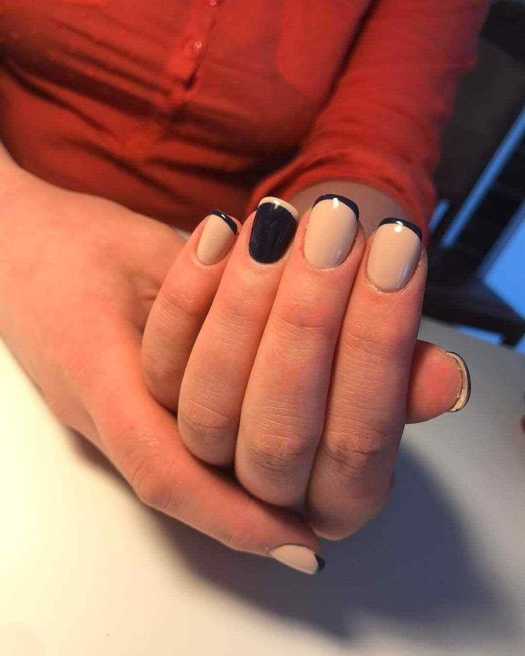 diseño de uñas francesas blanco y negro