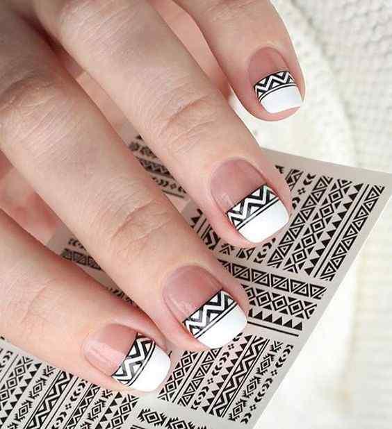 diseño de uñas francesas geometricas