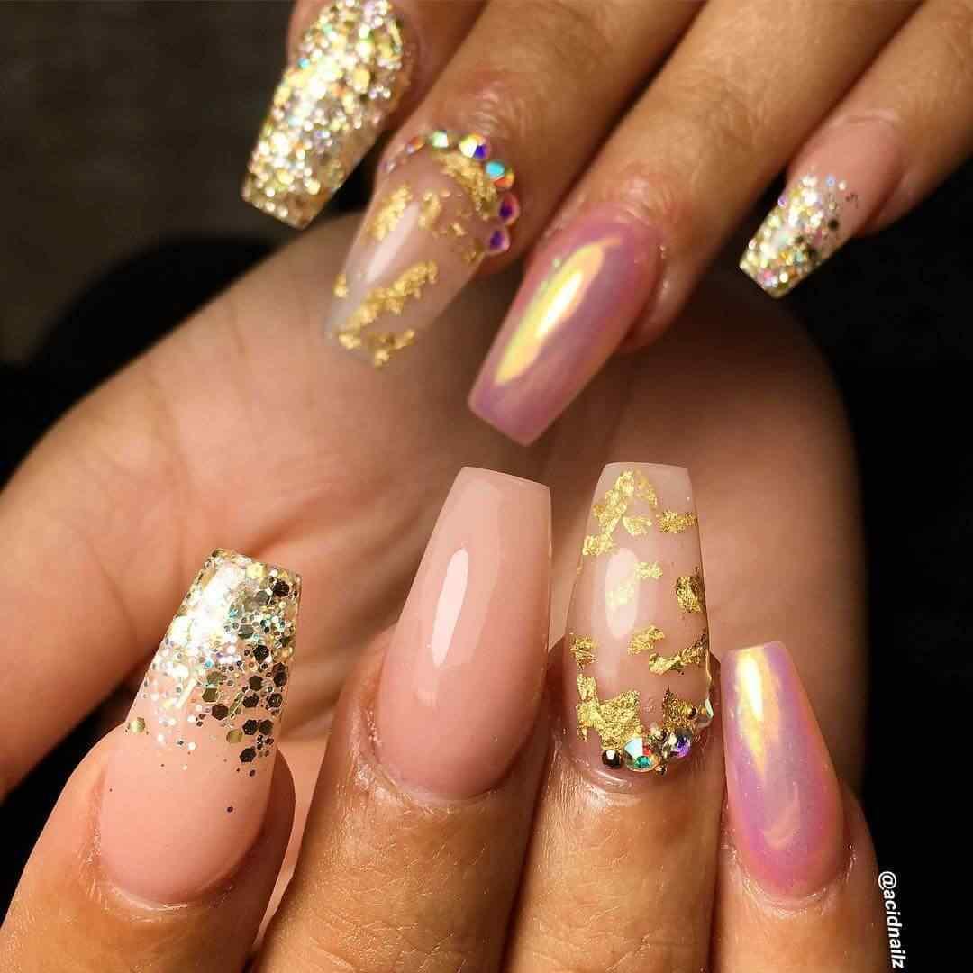 diseño de uñas largas elegantes