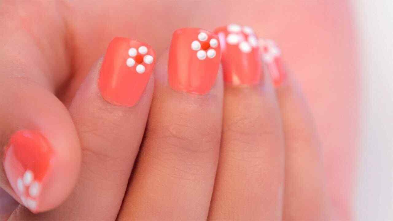 diseño facil para uñas con flores