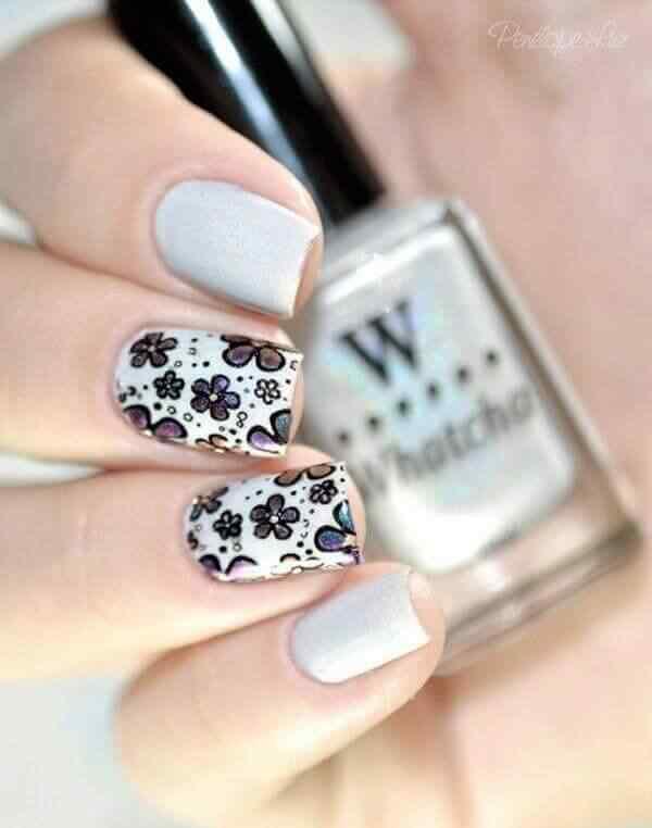 diseño floral de uñas