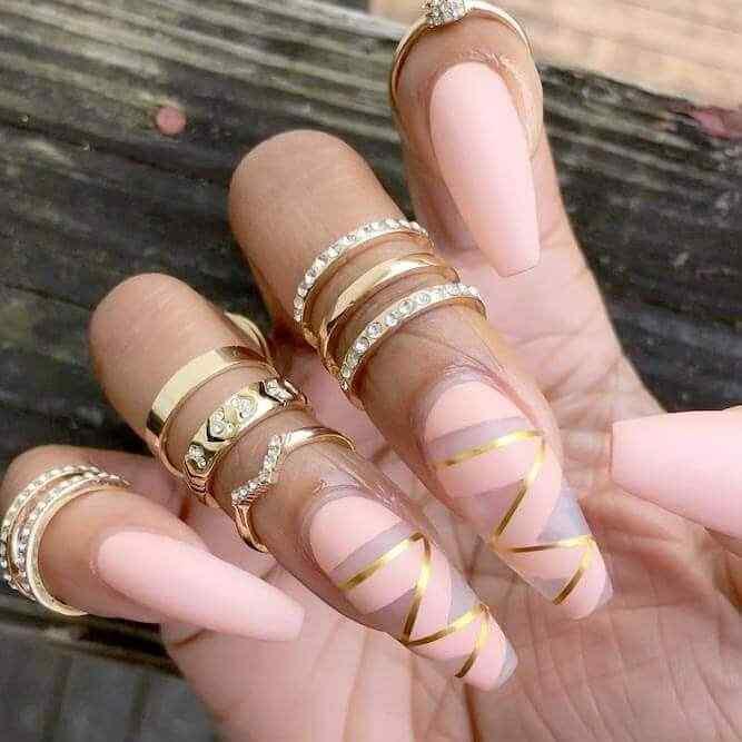 diseños de uñas rosa y dorado