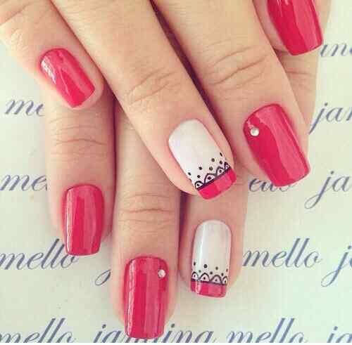 fotos de uñas decoradas en rojo y negro