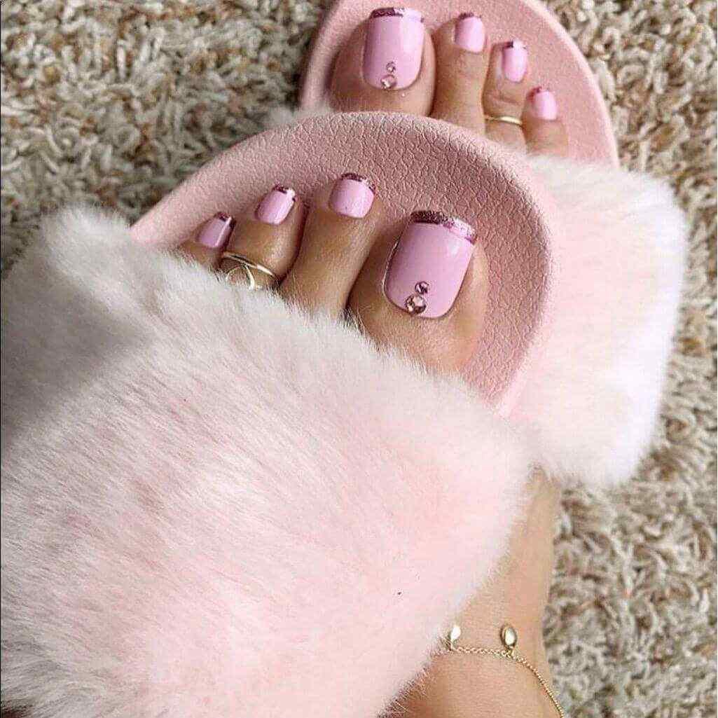 pintado de uñas del pie francesa