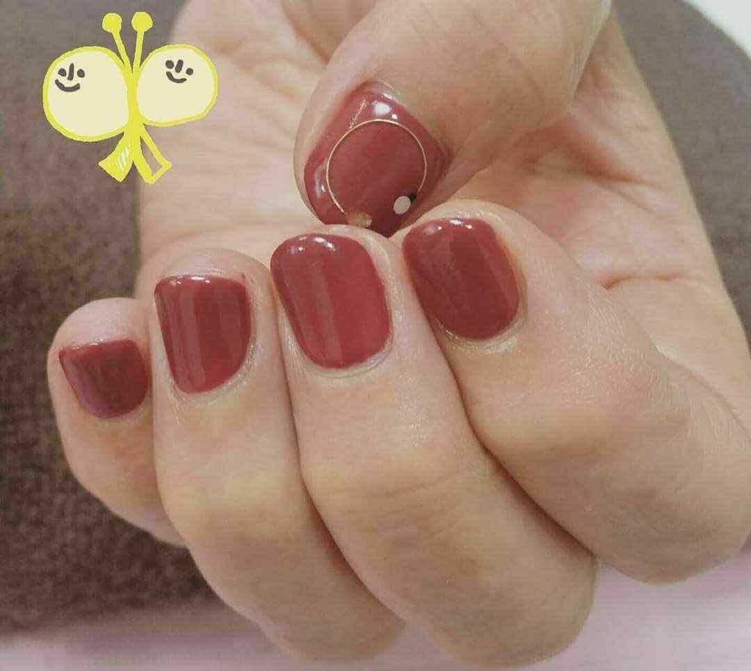uñas cortas rojas
