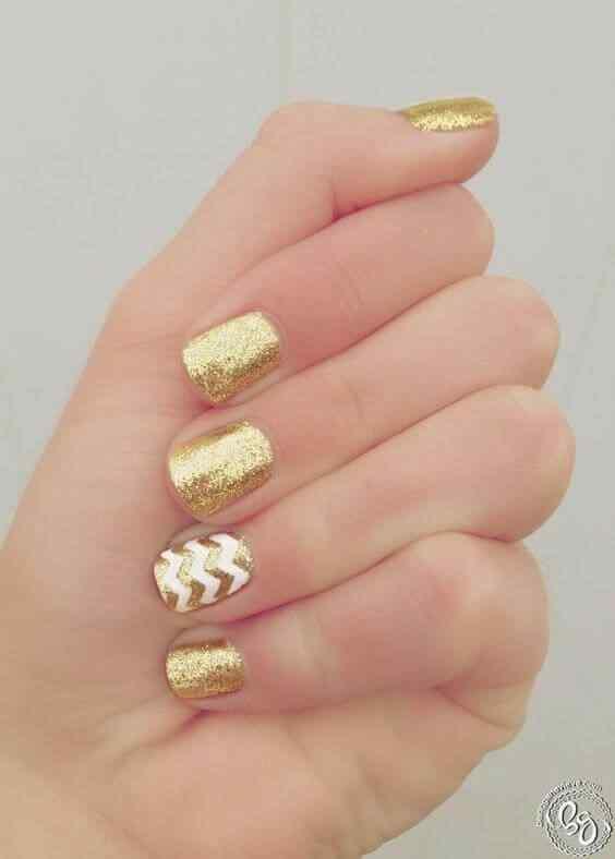 uñsa decoradas elegantes doradas
