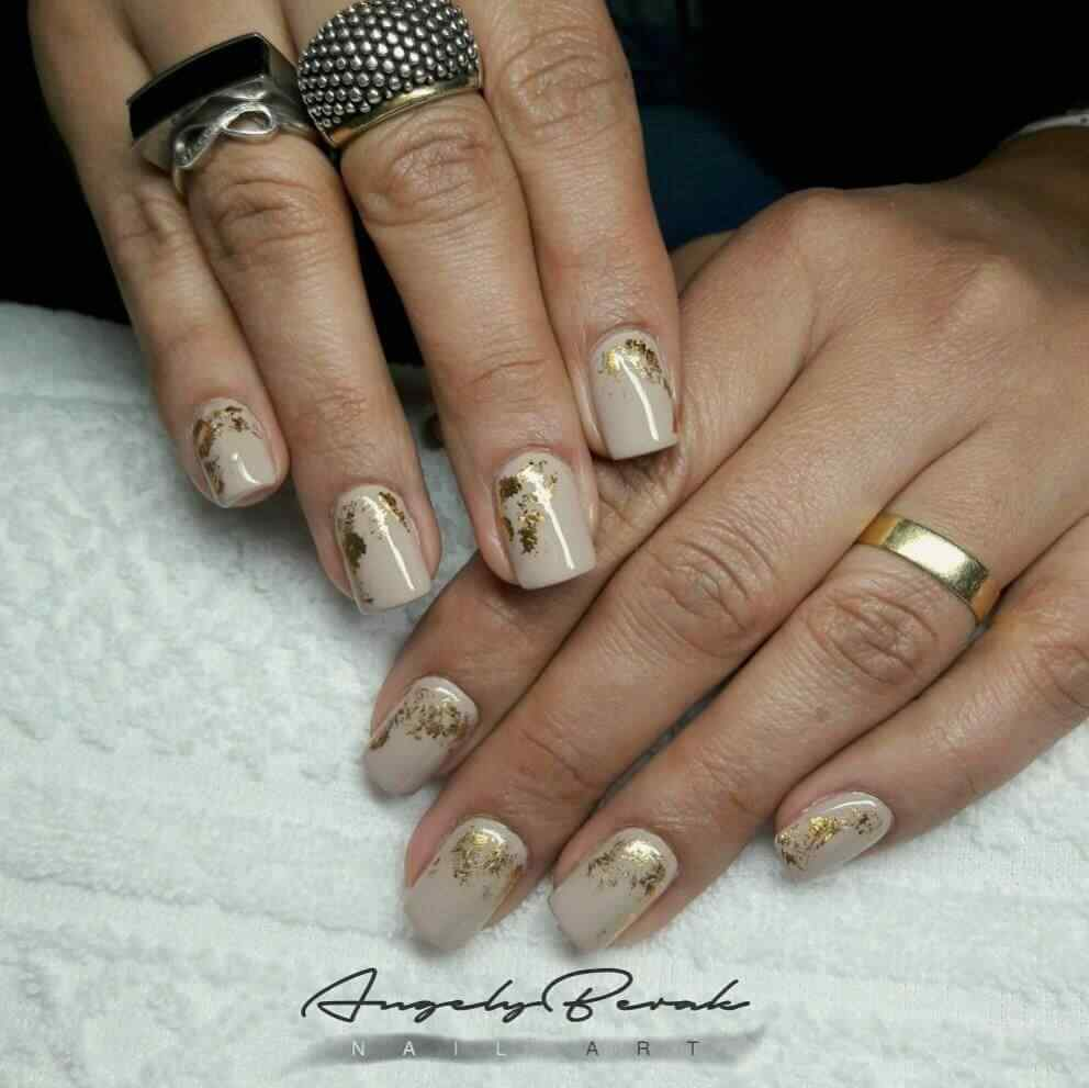 uñas decoradas elegantes efecto oro