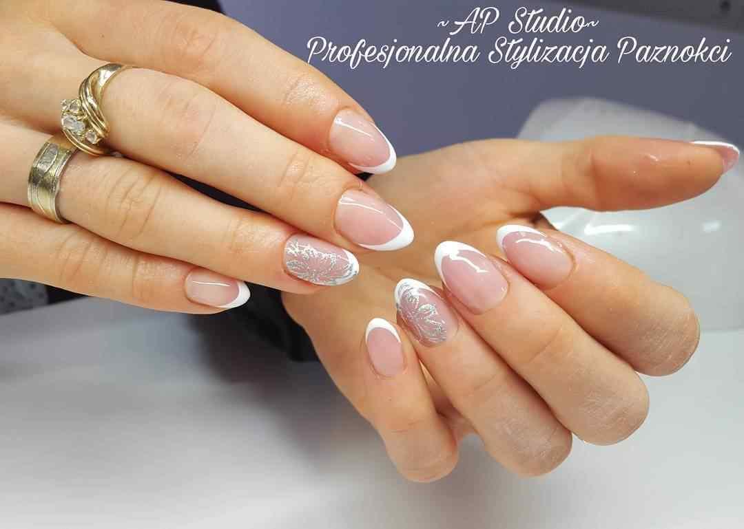 uñas francesas blanco y plateado