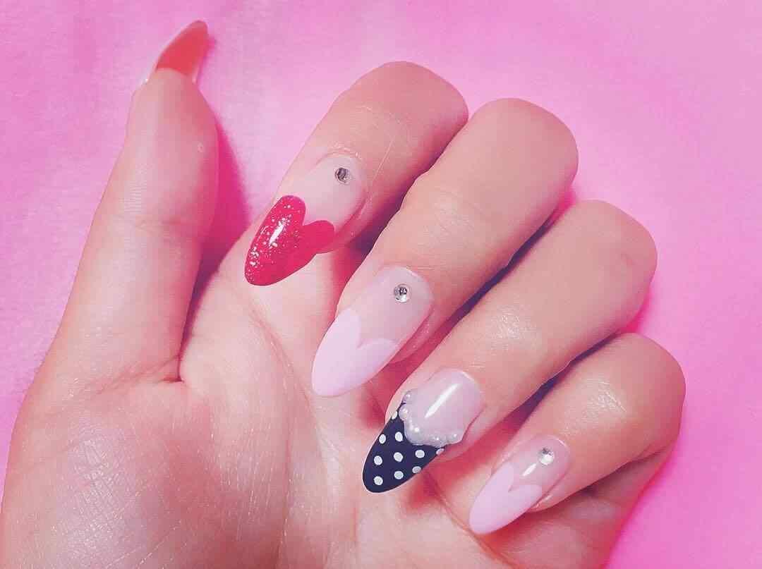 uñas francesas decoradas corazones