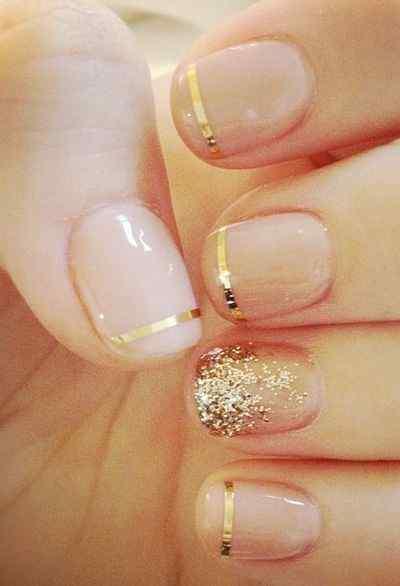 uñas francesas dorado con brillo