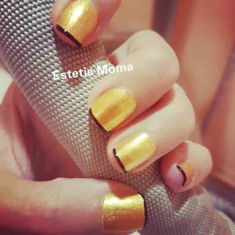 uñas francesas dorado y negro