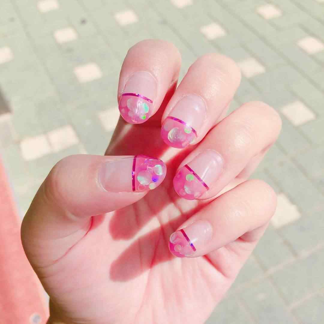 uñas francesas rosa con brillos