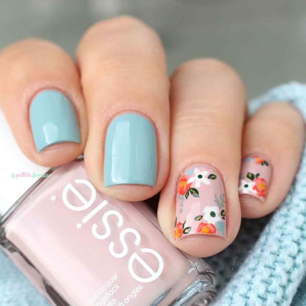 Diseño de uñas rosas y flores blancas y naranja