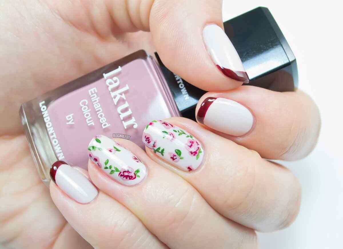 Decoracion de uñas francesas con flores