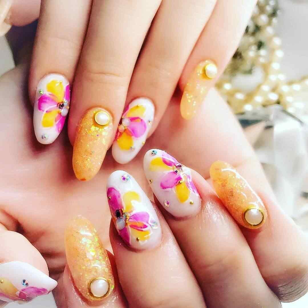 uñas bonitas con flores