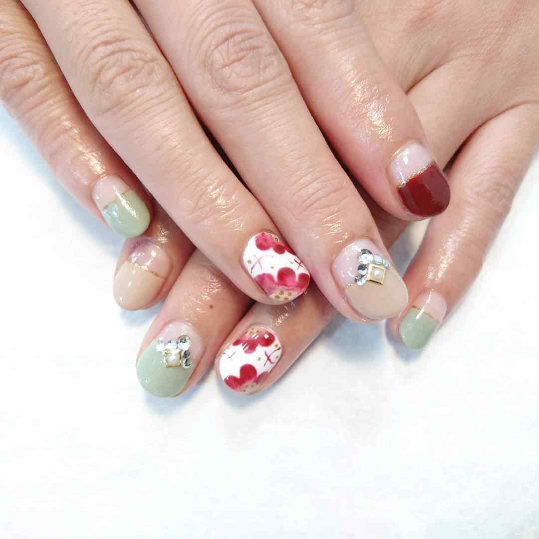 uñas con flores accesorios cintillas