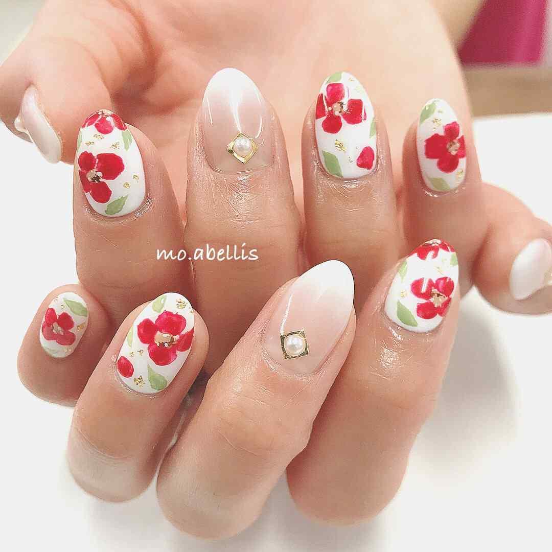 uñas con flores sencillas