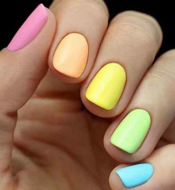 uñas decoradas sencillas colores alegres