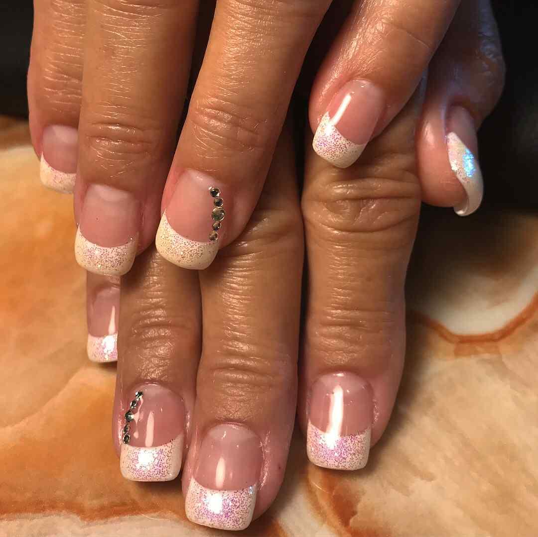 uñas francesas con accesorios