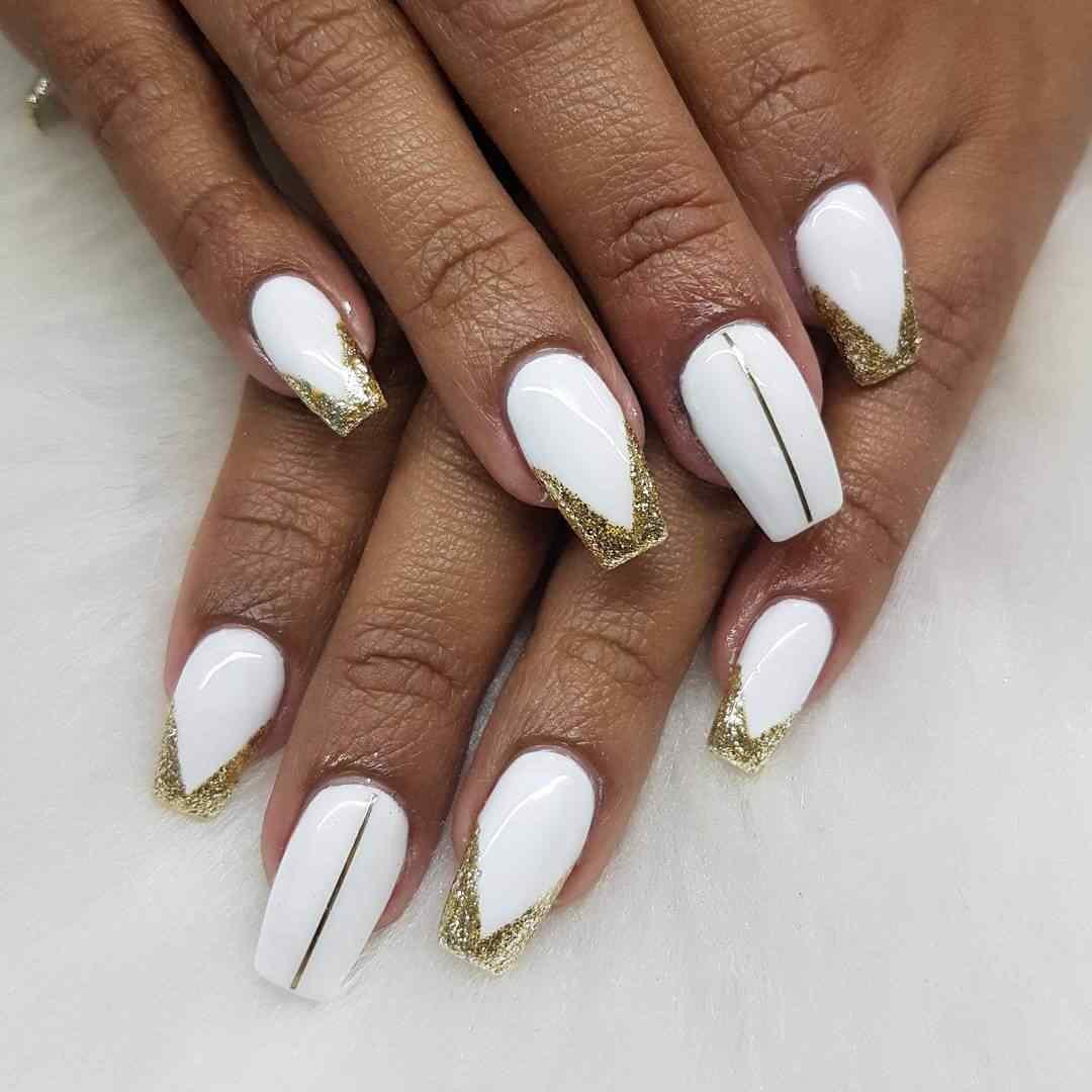 uñas para novia blanca y dorado