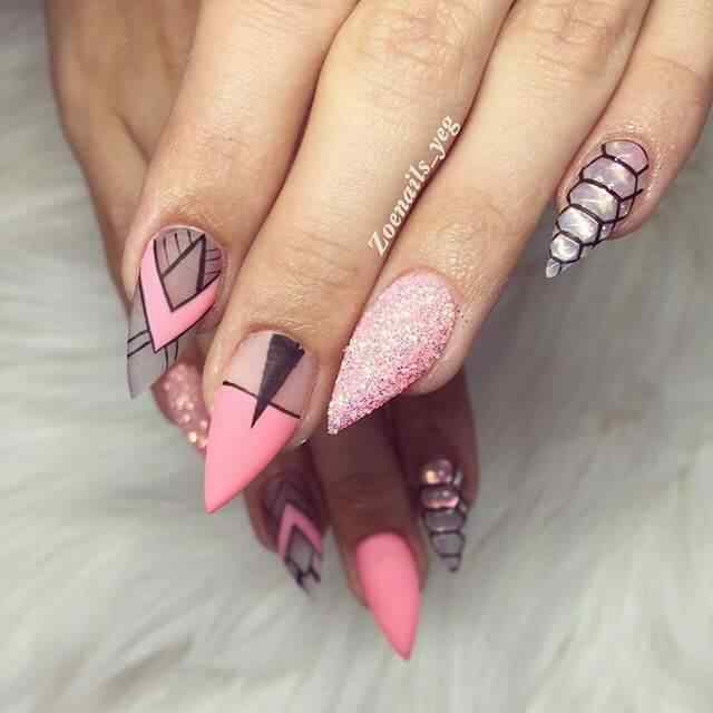uñas para novia rosa con brillantes