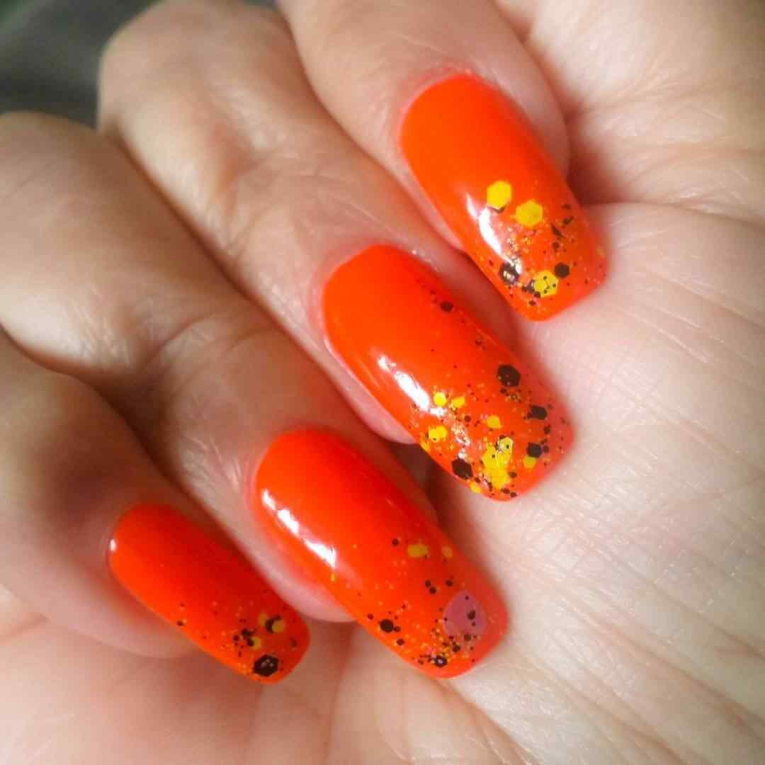diseños de uñas naranja