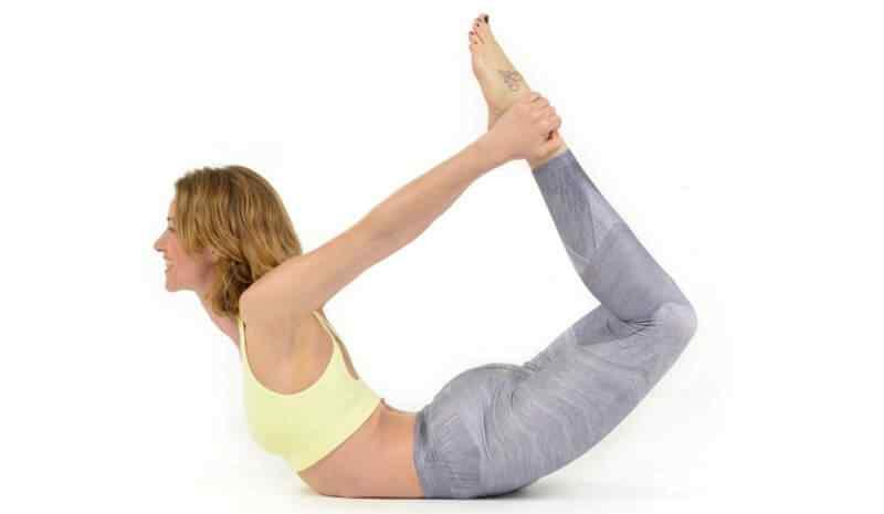 5 Posturas de Yoga que te ayudaran a mejorar tu forma física 4