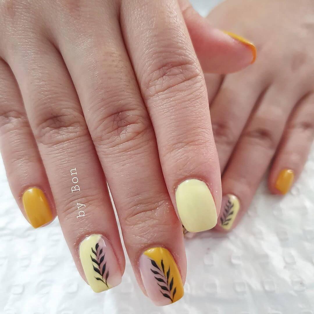 uñas amarillo pastel para verano