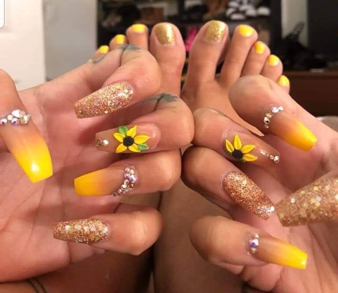 uñas con girasol para verano
