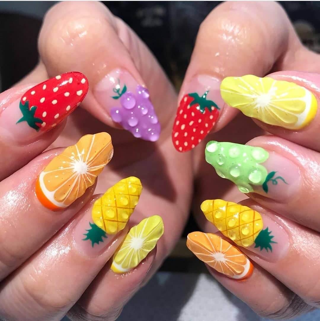uñas decoradas con frutas para el verano
