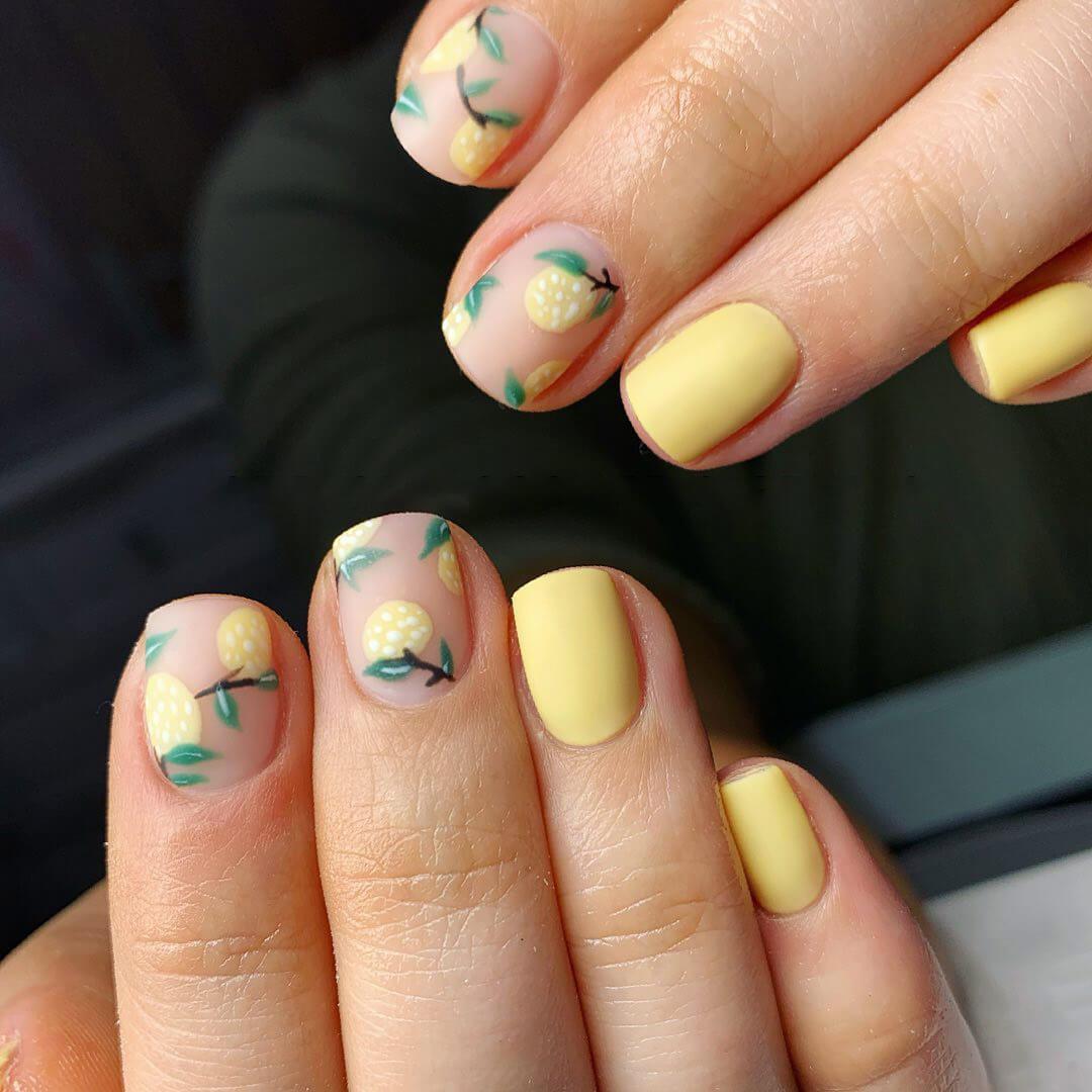 uñas pintadas con limones para verano