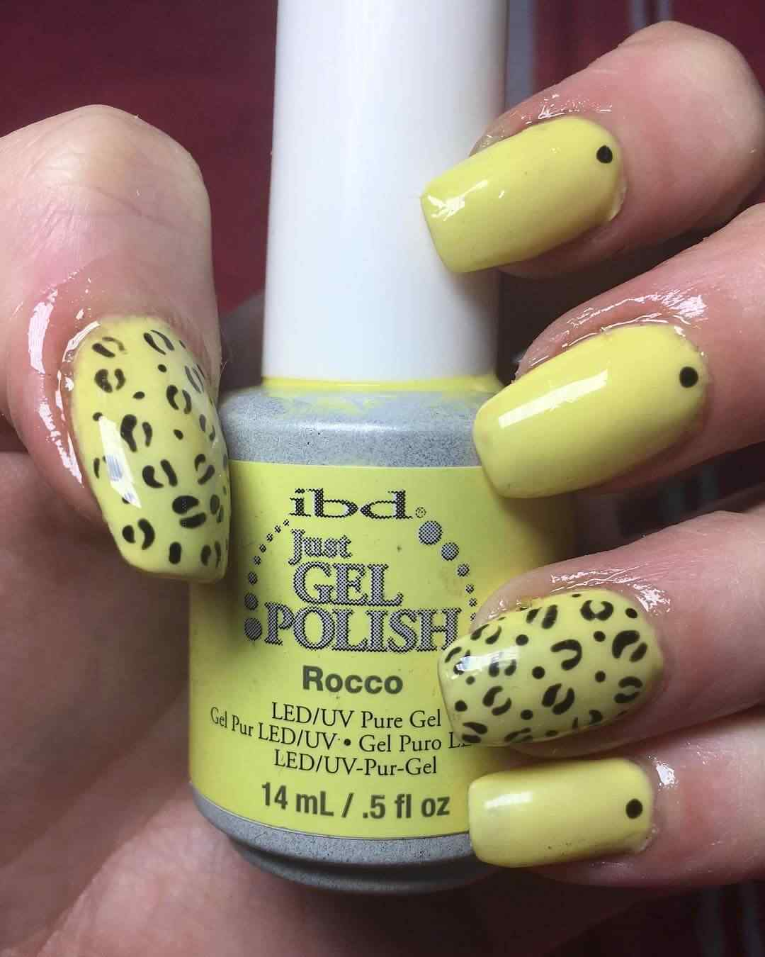 uñas animal print amarillas