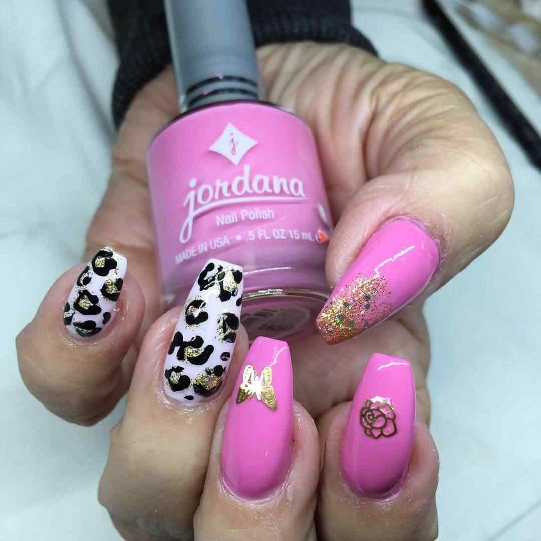 uñas animal print rosa y negro