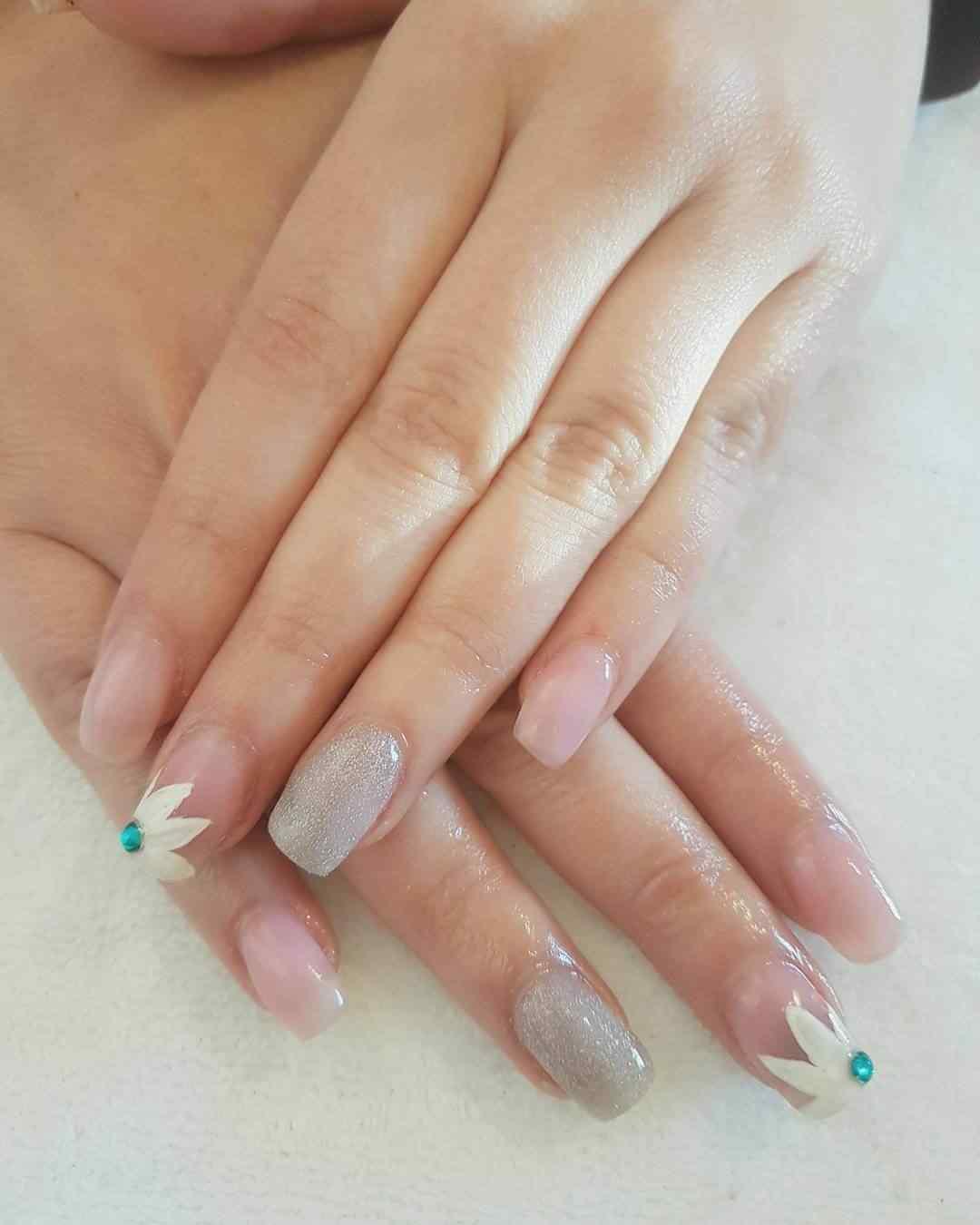 decoracion de uñas de primavera