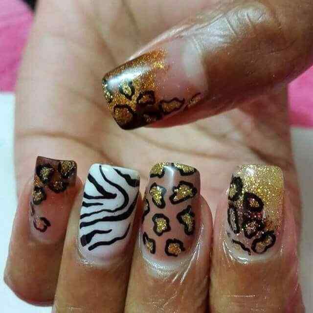 uñas pintadas animal print