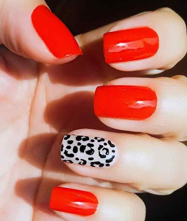 uñas rojas animal print elegantes