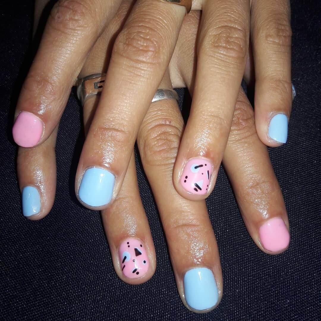 decoracion de uñas celeste y rosa