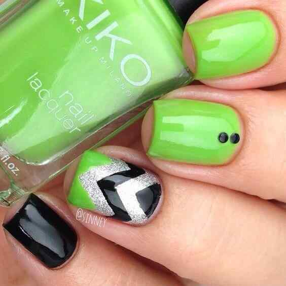 decoracion simple de uñas verdes