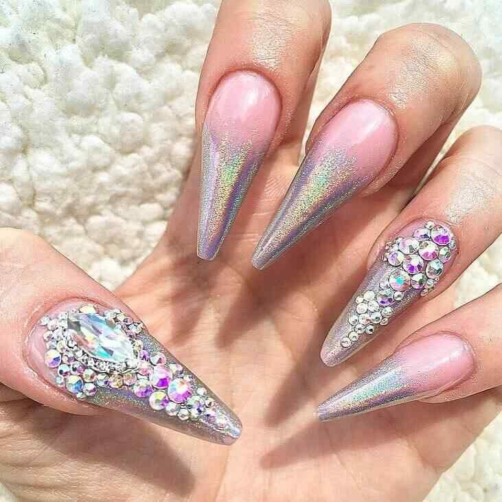 diseño de uñas con accesorios