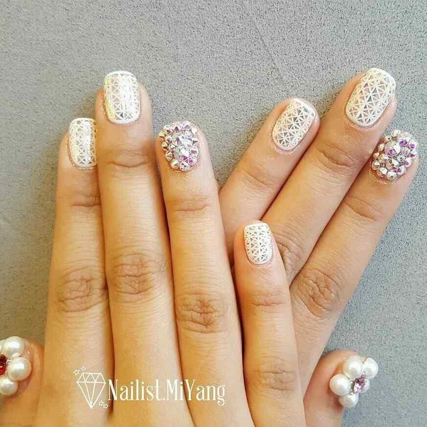 fotos de uñas con piedras